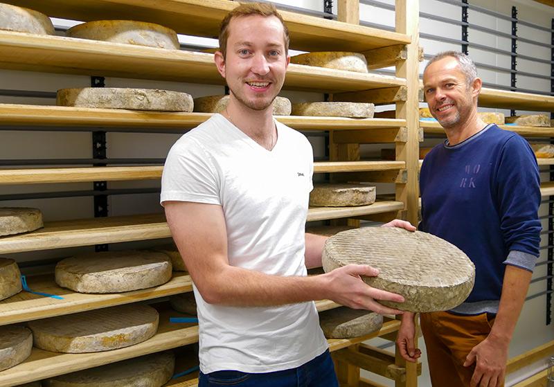 Emilien Mondher et Philippe Marchand, producteurs de tomme de vache à Betton, fromagerie Le gros chêne
